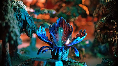 The mesmeric glow of the glamourleaf plant lures in many a traveller